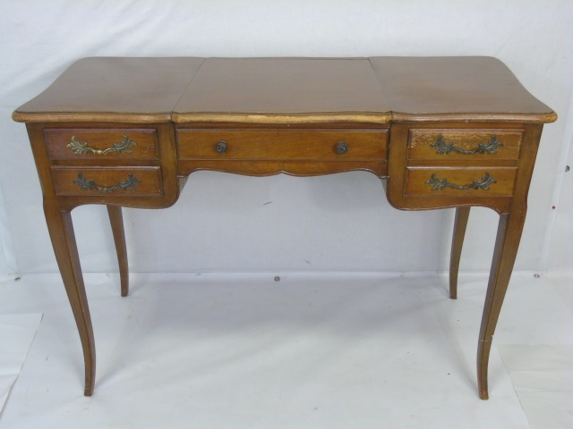 Traditional Ladies Vanity Desk w Cabriole Legs