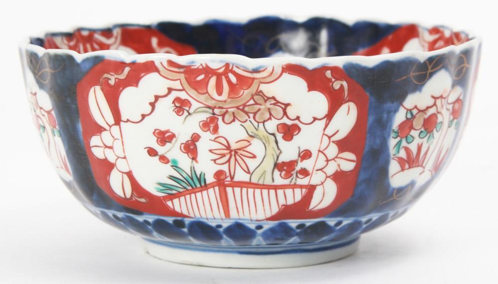 Japanese Imari Porcelain Scalloped Bowl