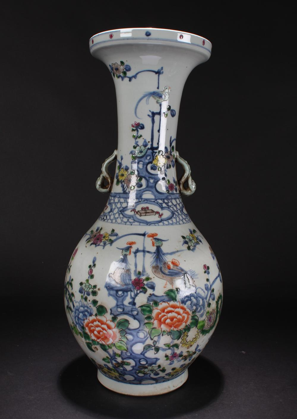 A Chinese Duo-handled Estate Nature-sceen Porcelain Vase Display