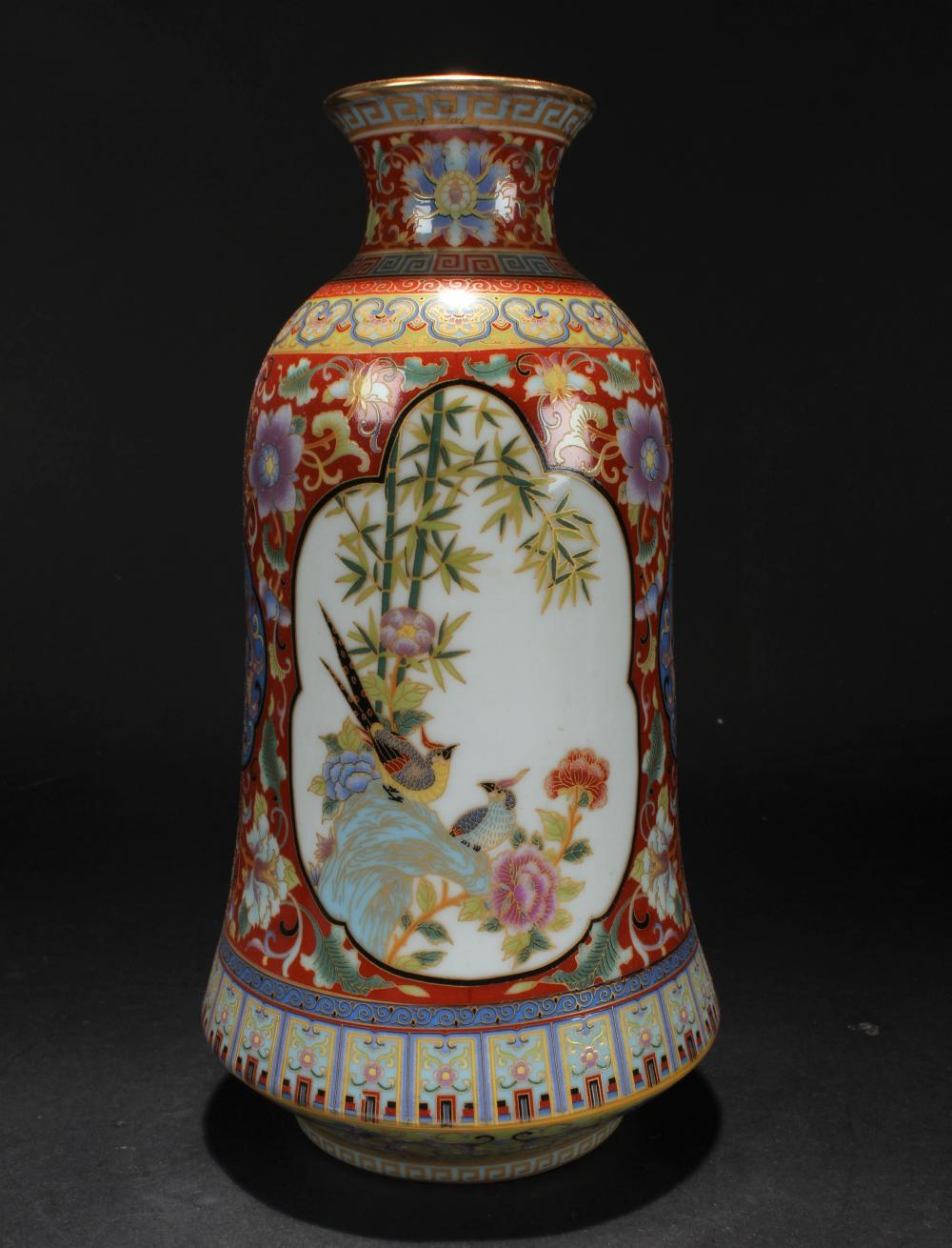 A Chinese Bell-shape Estate Windowed Porcelain Vase Display