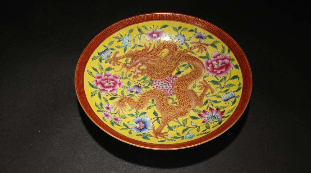 A Chinese Dragon-decorating Detailed Dragon-decorating Porcelain Plate