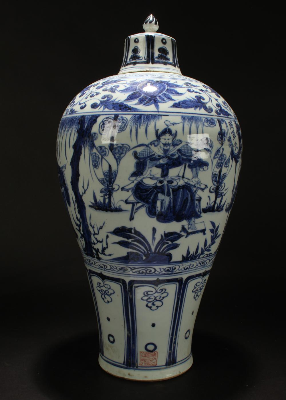 A Chinese Lidded Story-telling Blue and White Estate Porcelain Vase