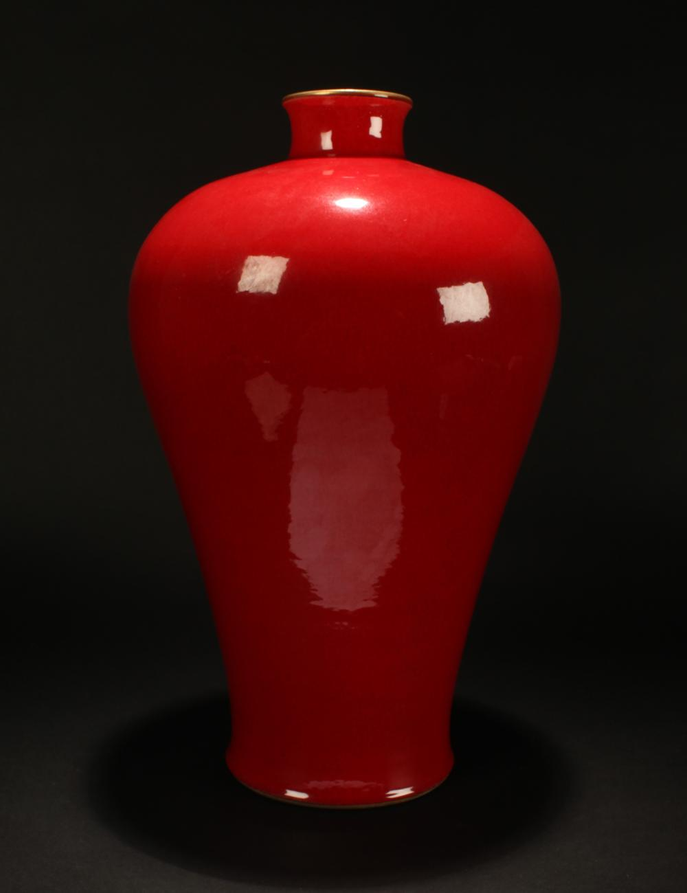 A Chinese Red-porcelain Estate Mei-shape Porcelain Vase