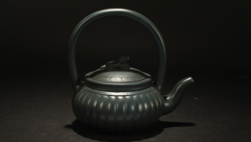 A Chinese High-handled Estate Tea Pot Display