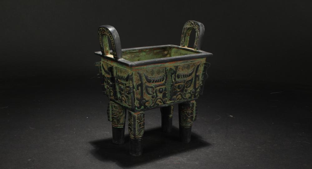 A Chinese Anicent-framing Estate Small Bronze Vessel