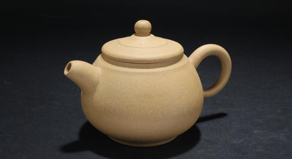 An Estate Chinese Lidded Tea Pot Display