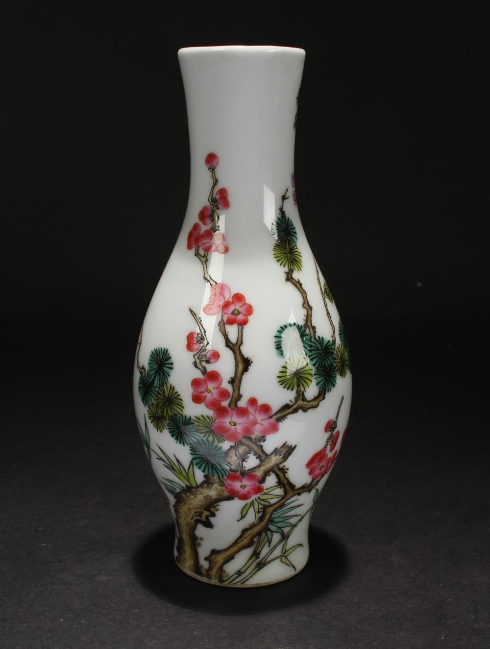 A Chinese Nature-sceen Poetry-framing Porcelain Vase