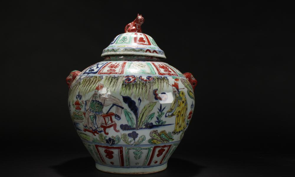 A Chinese Story-telling Estate Lidded Porcelain Vase Display