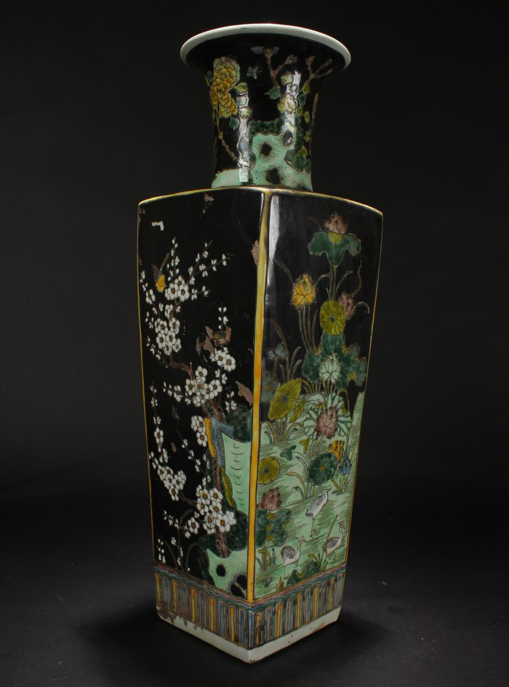 A Chinese Black-coding Estate Nature-sceen Porcelain Vase