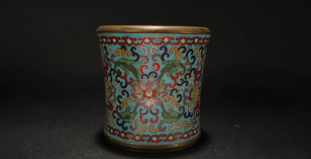 A Chinese Circular Bat-framing Estate Cloisonne Pot