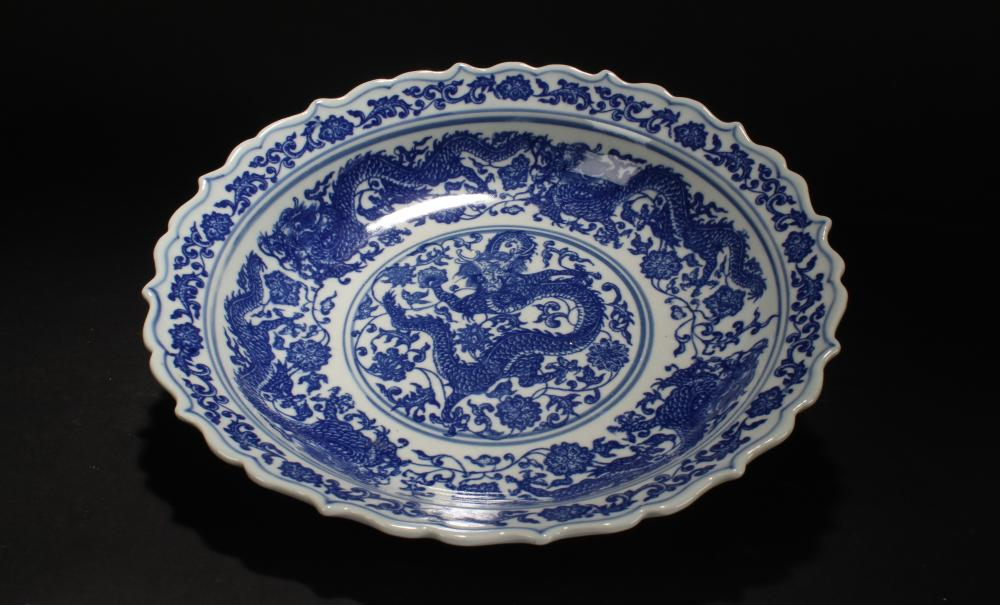 A Chinese Dragon-decorating Blue and White Porcelain Plate