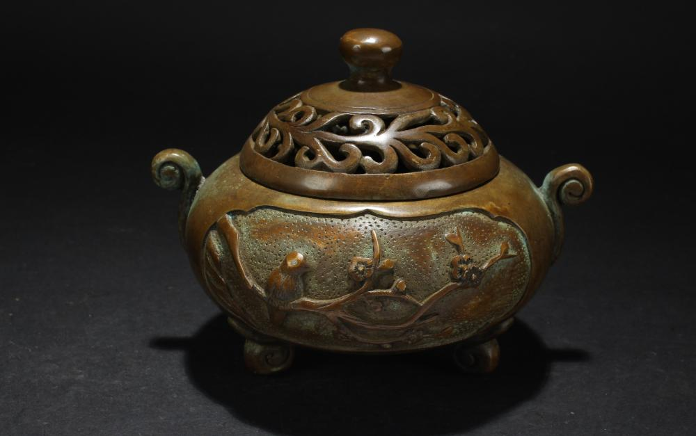 A Chinese Lidded Estate Tri-podded Censer Display