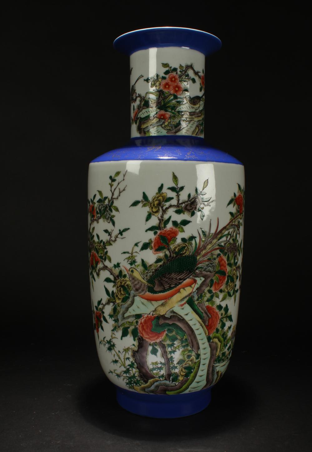 A Chinese Blue and White Nature-sceen Estate Porcelain Vase