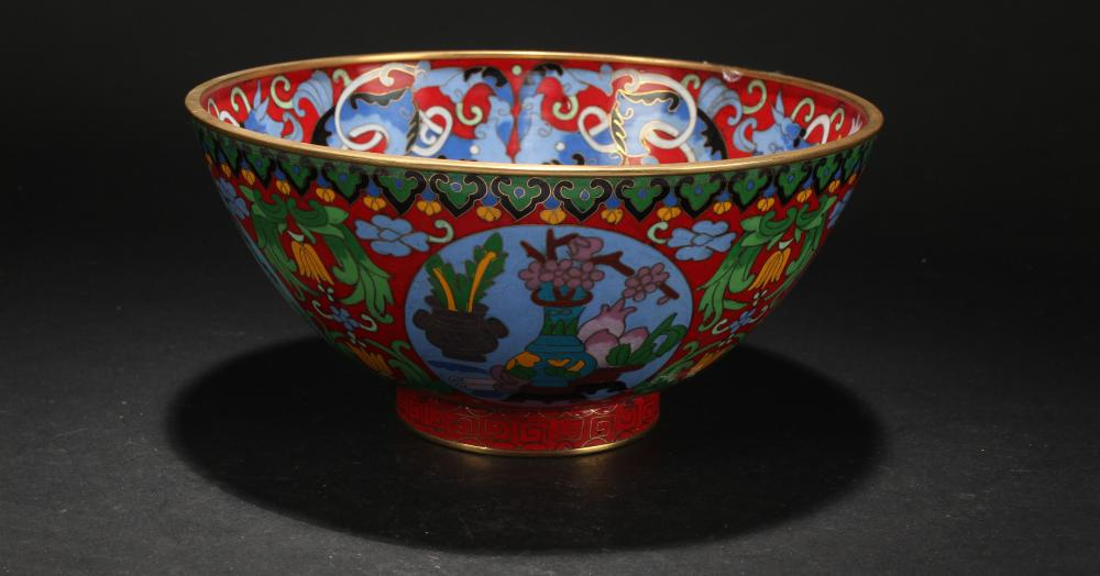 A Chinese Bat-framing Estate Cloisonne Bowl Display