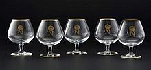 Collection de 5 verres à cognac en cristal de Saint-Louis, modèle Tenareze or, ornés d'un  N  couronné doré