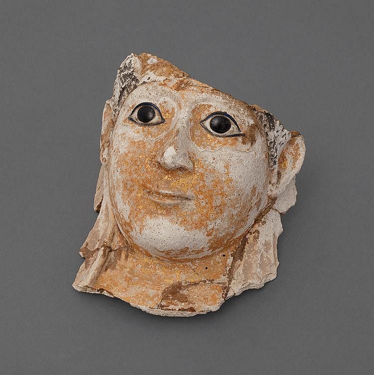 Masque de momie en stuc polychrome, restes de