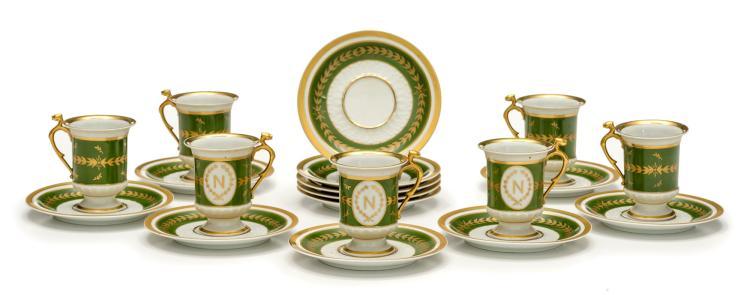 service caf en porcelaine de limoges comprenant 8 tasse. Black Bedroom Furniture Sets. Home Design Ideas
