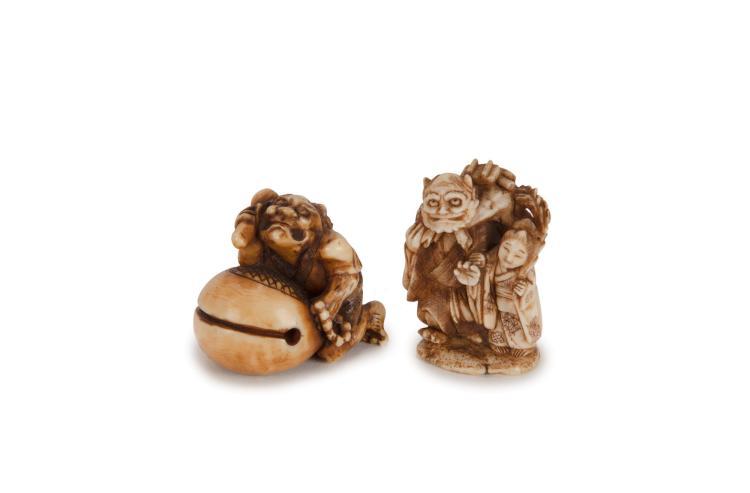 2 netsuke en ivoire représentant des oni, Japon, époque Edo ou Meiji, h. 4 cm et h. 2,7 cm