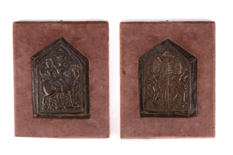 2 plaques votives en cuivre, Inde occidentale, XIXe s., l. 17 cm et l. 18 cm