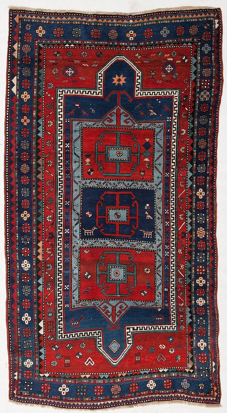 tapis kazakh caucase 1er tiers du xxe s orne d 39 un doubl. Black Bedroom Furniture Sets. Home Design Ideas