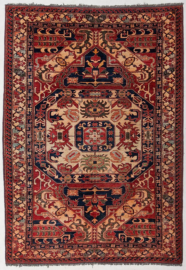 Tapis a dessin caucasien pakistan dernier tiers du xxe s - Tapis beige et rouge ...