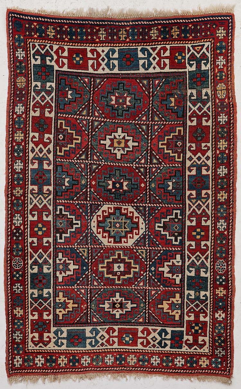 tapis kazakh caucase 1er tiers du xxe s a semis de guls. Black Bedroom Furniture Sets. Home Design Ideas