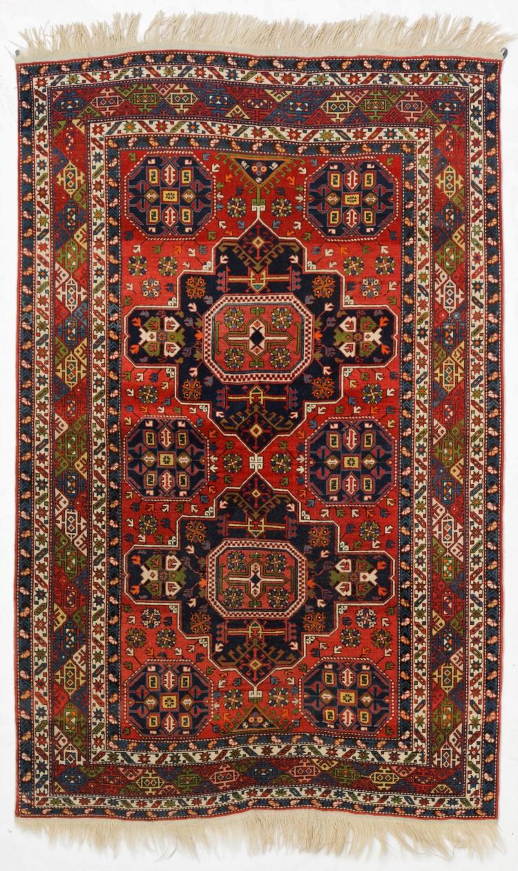 tapis shirvan caucase 1er tiers du xxe s deux m daillo. Black Bedroom Furniture Sets. Home Design Ideas
