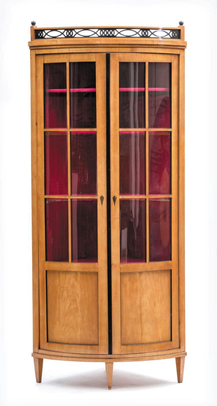 vitrine en encoignure d 39 epoque biedermeier placage de bois. Black Bedroom Furniture Sets. Home Design Ideas
