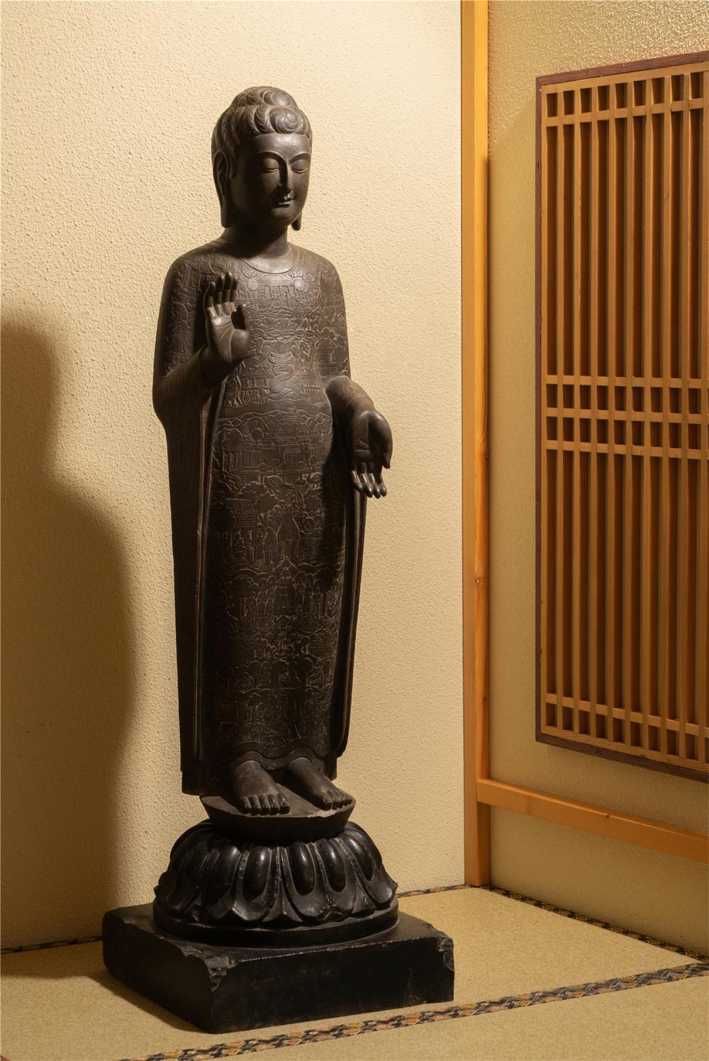 A STONE CARVING FIGURE OF BUDDHA SHAKYAMUNI. 6th CENTURY.