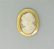 Antique 14K Gold Soldier Shell Cameo Brooch Pin