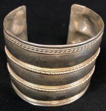Lot 8: The Hobbit: The Desolation of Smaug (2013) - Erebor Treasure Treasure Bracelet