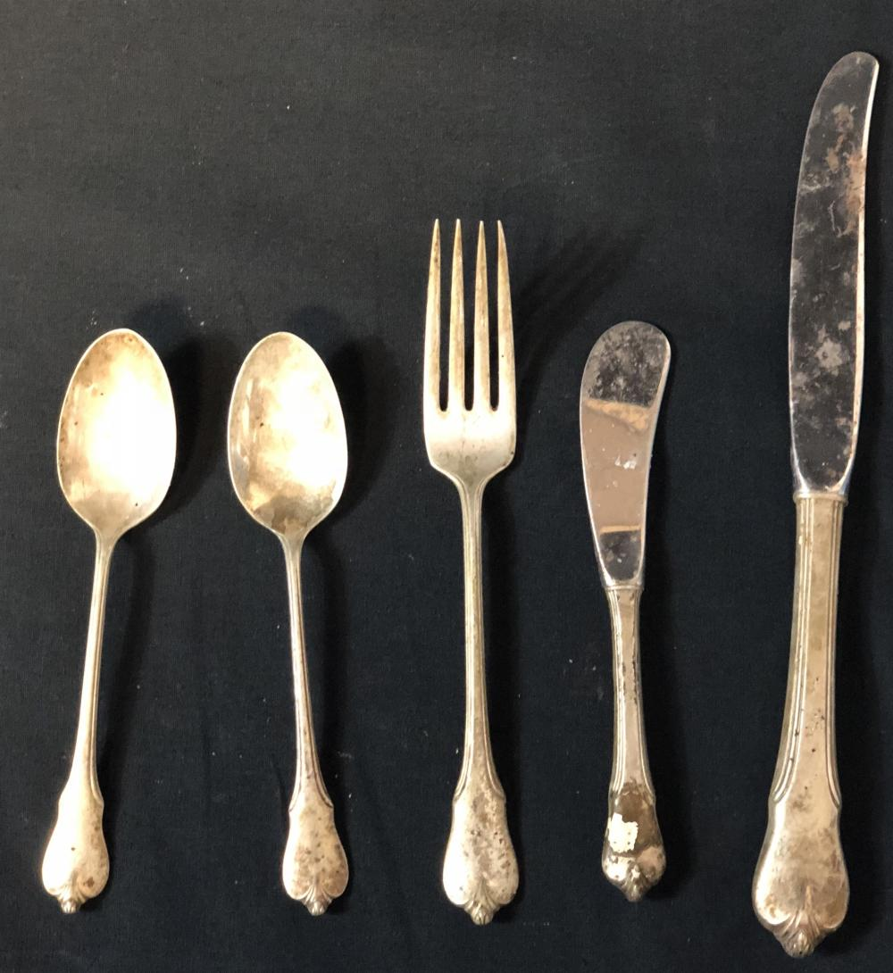 """Hot Shots! Part Deux (1993) - Set of 5 Metal Flatware Pieces From """"Lady and the Tramp"""" Scene"""
