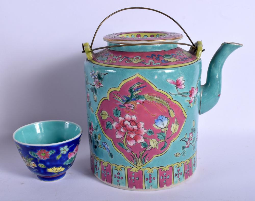 A RARE EARLY 20TH CENTURY CHINESE PERANAKAN STRAITS NYONYAWARE TEAPOT AND COVER Late Qing/Republic, painted with birds. 15 cm x 17 cm.