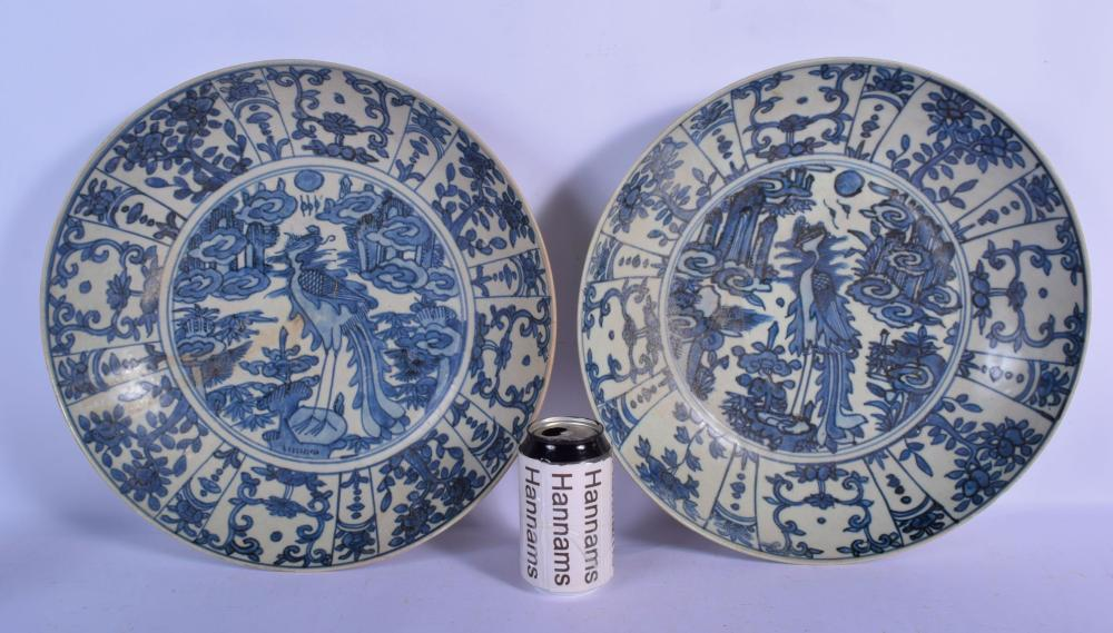 A LARGE PAIR OF 17TH CENTURY CHINESE KRAAK PORCELAIN DISHES Ming, painted with birds amongst foliage. 37 cm diameter.
