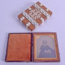 A 19TH CENTURY ANGLO INDIAN IVORY AND SANDALWOOD CARD CASE together with a Victorian cased daguerrotype. Case 7.75 cm x 11 cm. (2)