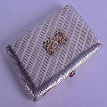 A GOOD EARLY 20TH CENTURY RUSSIAN SILVER CIGARETE CASE overlaid with a gold monogram. St Petersburg 1913. 5.9 oz. 11 cm x 7.5 cm.