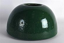 A LARGE EARLY 20TH CENTURY CHINESE GREEN GLAZED BRUSH WASHER with crackle g