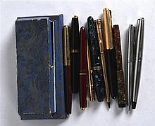 A COLLECTION OF VARIOUS VINTAGE PARKER AND OTHER PENS. (qty)