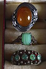 A 9CT GOLD AND GREEN GLASS LADIES RING together with a silver & amber ring