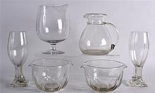 A COLLECTION OF VARIOUS VINTAGE GLASSWARE. (qty)