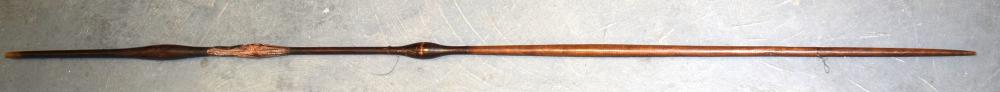 A GOOD 19TH CENTURY AFRICAN TRIBAL DOUBLE ENDED SPEAR with central