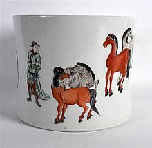 A CHINESE FAMILLE VERTE PORCELAIN BRUSH POT painted with a male and eight h