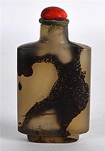 AN EARLY 20TH CENTURY CHINESE CARVED RECTANGULAR MOSS AGATE SNUFF BOTTLE AN