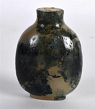 A 19TH CENTURY CHINESE CARVED MOSS AGATE SNUFF BOTTLE with dark green inclu