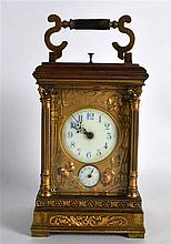 A GOOD EARLY 20TH CENTURY FRENCH QUARTER STRIKING BRONZE CARRIAGE CLOCK wit