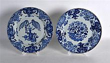 A MATCHED PAIR OF 18TH CENTURY CHINESE BLUE AND WHITE PLATES Qianlong, pain