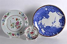 AN 18TH CENTURY CHINESE EXPORT PORCELAIN PLATE Qianlong, together with a sa