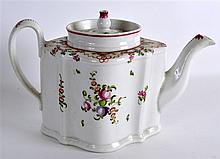A GOOD 19TH CENTURY NEW HALL TEAPOT AND COVER pain