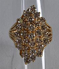 A 14CT YELLOW GOLD AND DIAMOND FANCY CLUSTER RING.