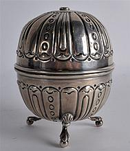 A LATE VICTORIAN/EDWARDIAN SILVER STRING HOLDER of